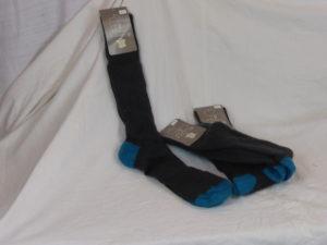 Chaussettes noires et bleues hautes focus