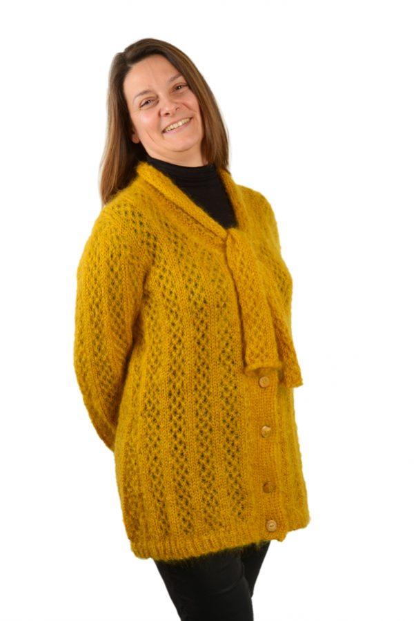 Gilet long épais femme mohair et soie jaune moutarde nouée devant