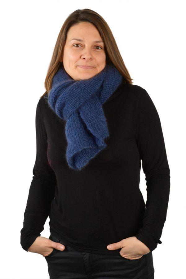 Écharpe mohair soie femme bleu prestige nouee