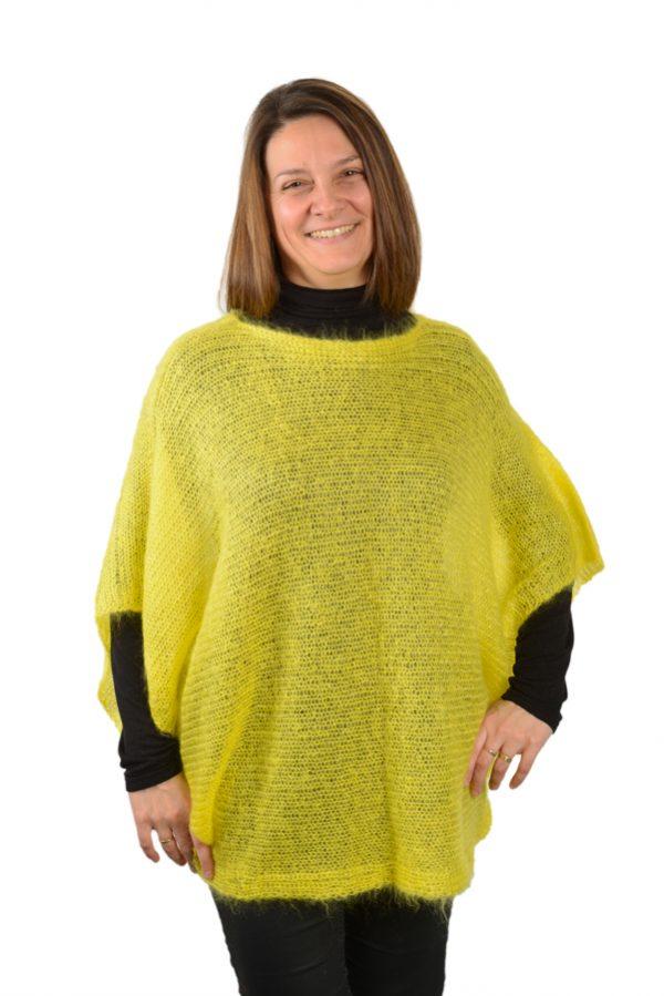 Pull poncho femme mohair et soie jaune mimosa devant